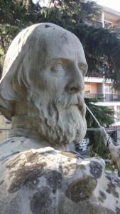 la statua durante il rstauro