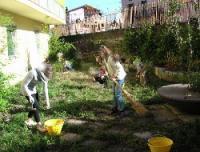 al lavoro nel giardino