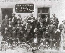 Piemontesi  a Grenoble, Francia_1908: foto Santuario Oropa.jpg